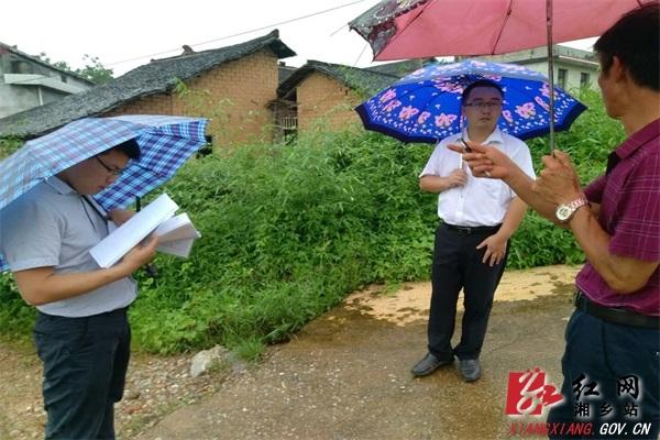 扶贫办:风雨无阻 精准复核入农户