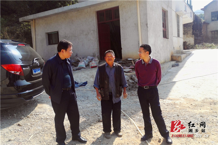 移民局:湘潭市移民局督察湘乡移民避险解困工作
