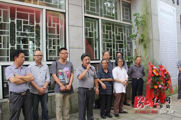 新闻 社会新闻      中国湘乡网讯(记者:胡胜)6月18日,残疾农民画家
