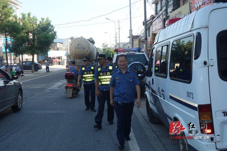 市公路局路政大队专项整治垦殖场马路市场