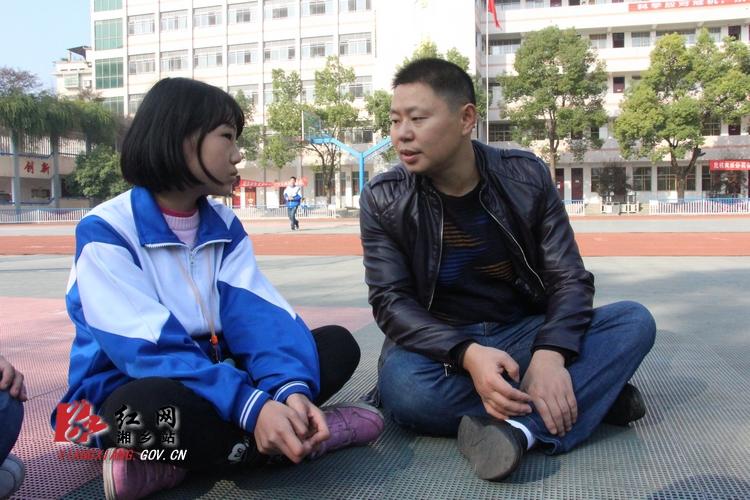 【委员风采】沈文科:关心贫困生 扶贫更扶智