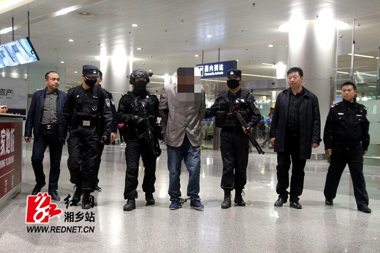湘乡警方成功抓获潜逃19年的命案逃犯和潜逃17年的涉嫌故意伤害(致死)