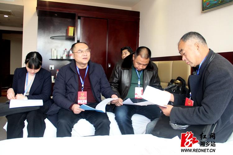 湘乡市人大代表今日报到 传递民声献良策