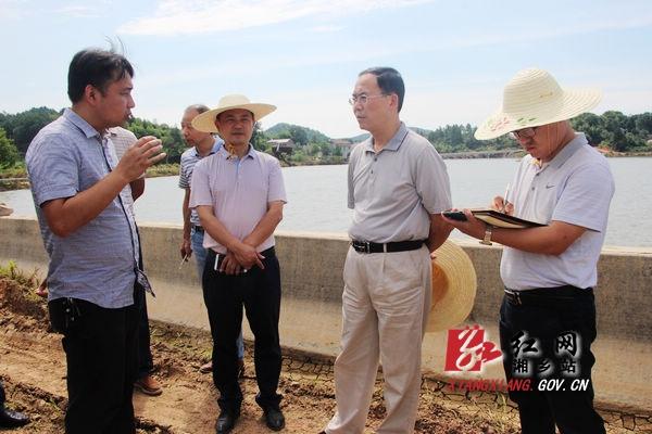 国家防总督导组来湘乡督导防汛救灾工作