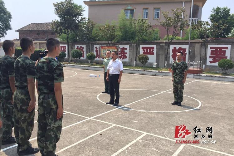 彭瑞林慰问红仑武警中队官兵