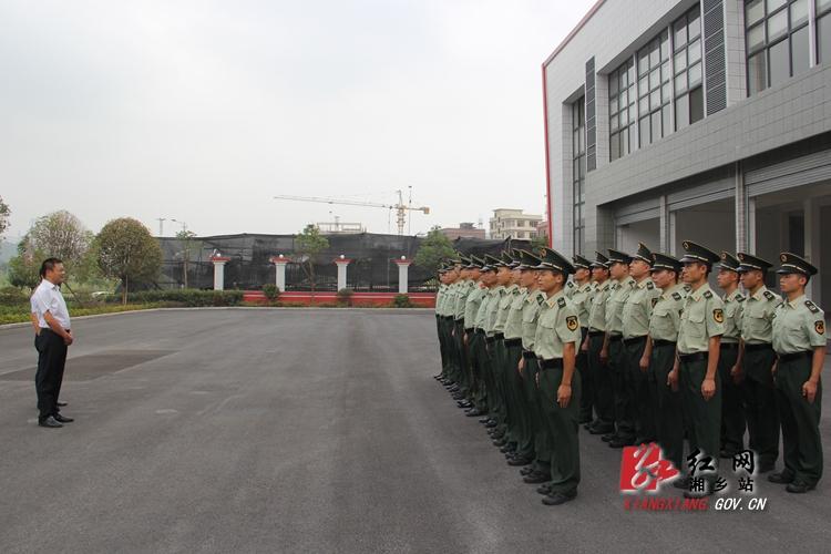 周俊文看望慰问消防官兵