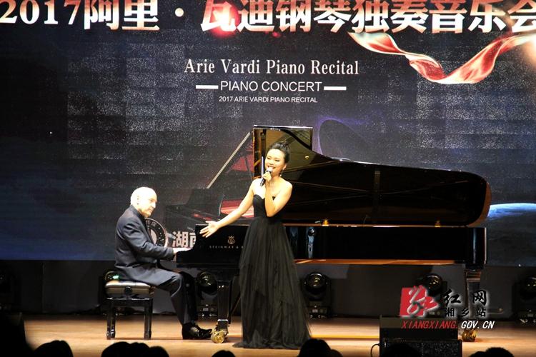 阿里・瓦迪钢琴独奏义演 琴咏东山学校