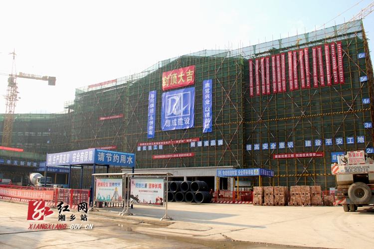 起凤学校一期主体结构封顶 动工至今仅292天