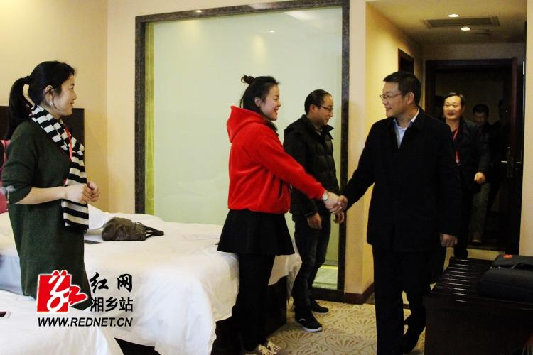 周俊文看望政协湘乡市第八届委员会委员