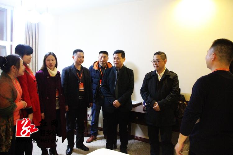 彭瑞林看望参加政协湘乡市八届二次会议委员