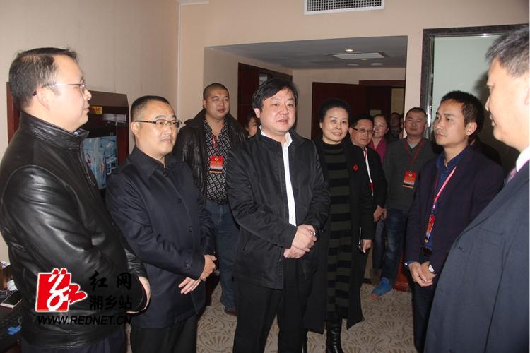 张茂丰看望慰问参会政协委员