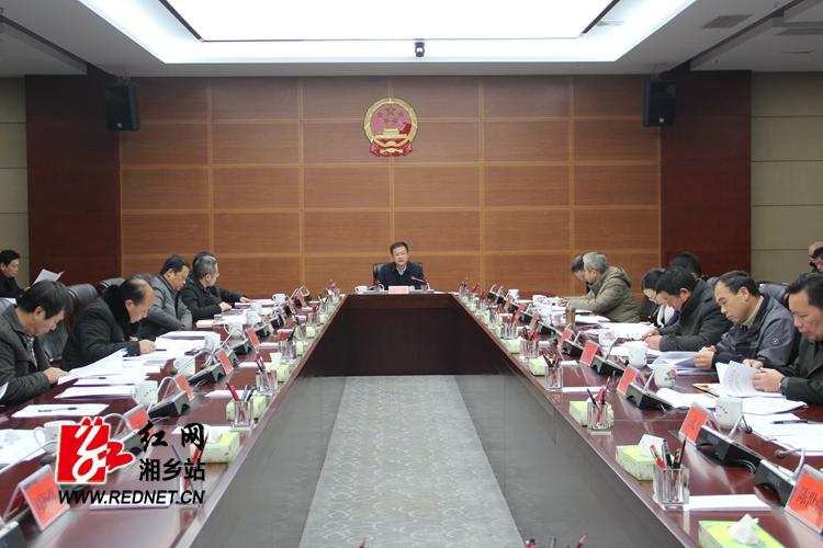 周俊文主持召开市人民政府八届十五次常务会议