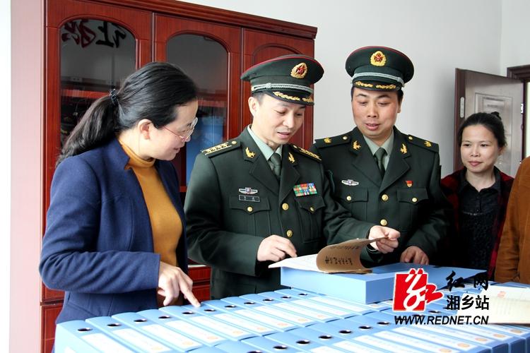湘潭军分区司令员贺建来湘乡调研民兵应急分队建设等工作