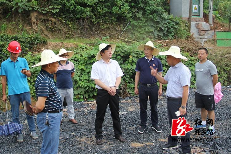 张茂丰到中沙镇调研易地扶贫搬迁集中安置项目建设