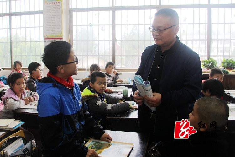 【身边的好老师】彭剑:守望乡村教育 收获山花烂漫
