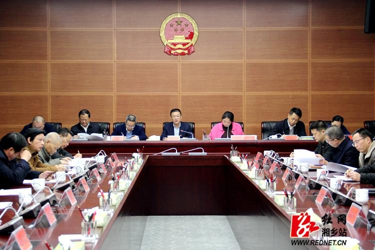 市政府八届四次全会召开 讨论通过《政府工作报告》